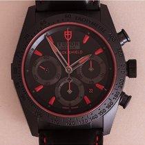 튜더 (Tudor) Black Shield Red