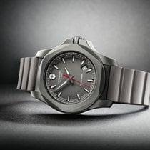 orologi victorinox titanio