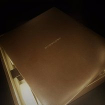 Burberry BOX WITH 8  WATCH