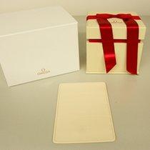 Omega Box mit Umkarton und Schleife
