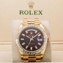 Rolex Day-Date 40 Oro amarillo 40mm Rojo Sin cifras