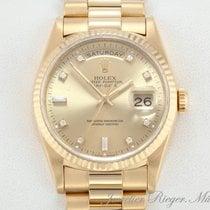 Rolex Day-Date 36 Zuto zlato 36mm Boja šampanjca Bez brojeva