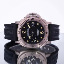 Panerai Luminor Submersible Titanio 44mm Negro Arábigos