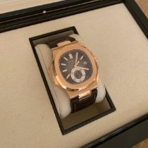 Patek Philippe Nautilus Rose gold 40.5mm Brown No numerals