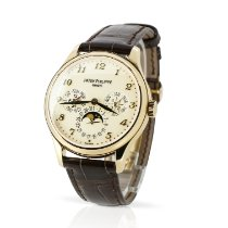 Patek Philippe Perpetual Calendar Yellow gold 39mm White Arabic numerals