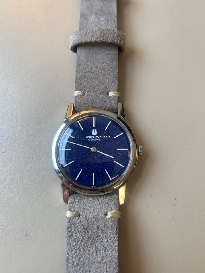 Universal Genève 842136 1975 pre-owned