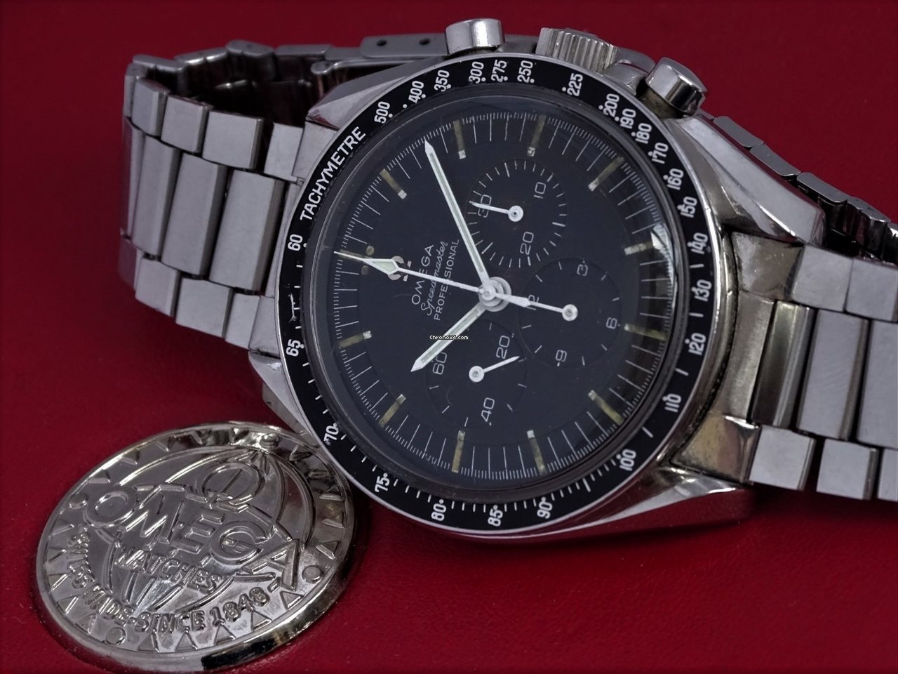 Omega Speedmaster Professional Moonwatch 105.012-65 1966 pre-owned