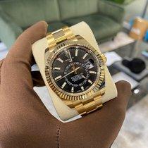 Rolex Sky-Dweller Sarı altın 42mm Siyah Arap rakamları