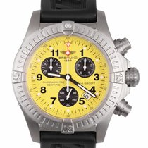 Breitling Avenger pre-owned 44mm Yellow Chronograph Date Rubber