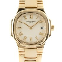 Patek Philippe Nautilus pre-owned 27mm Date Yellow gold