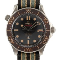 Omega Seamaster Diver 300 M pre-owned 42mm Brown Textile