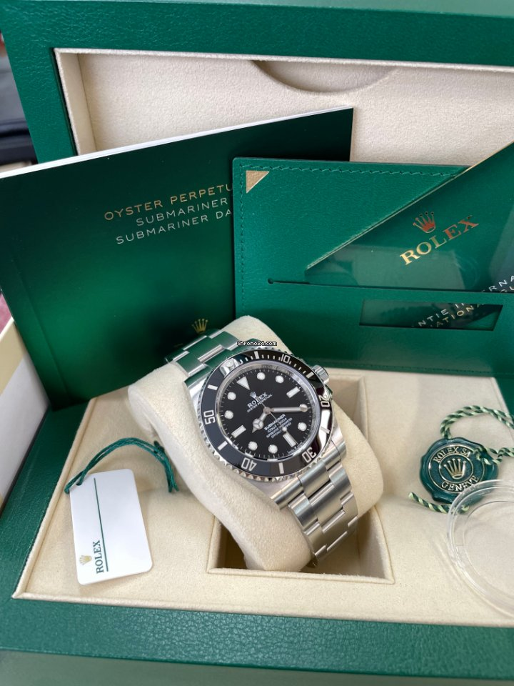 Rolex Submariner (No Date) 124060 2020 pre-owned