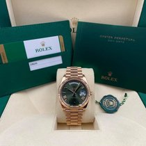 Rolex Day-Date 40 pre-owned 40mm Green Date Rose gold