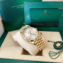 Rolex Day-Date 40 pre-owned 40mm Silver Date Yellow gold