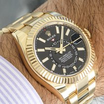 Rolex Yellow gold Automatic Black 42mm pre-owned Sky-Dweller