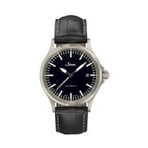 Sinn 556 I sporty-elegant watch with leather strap NEW