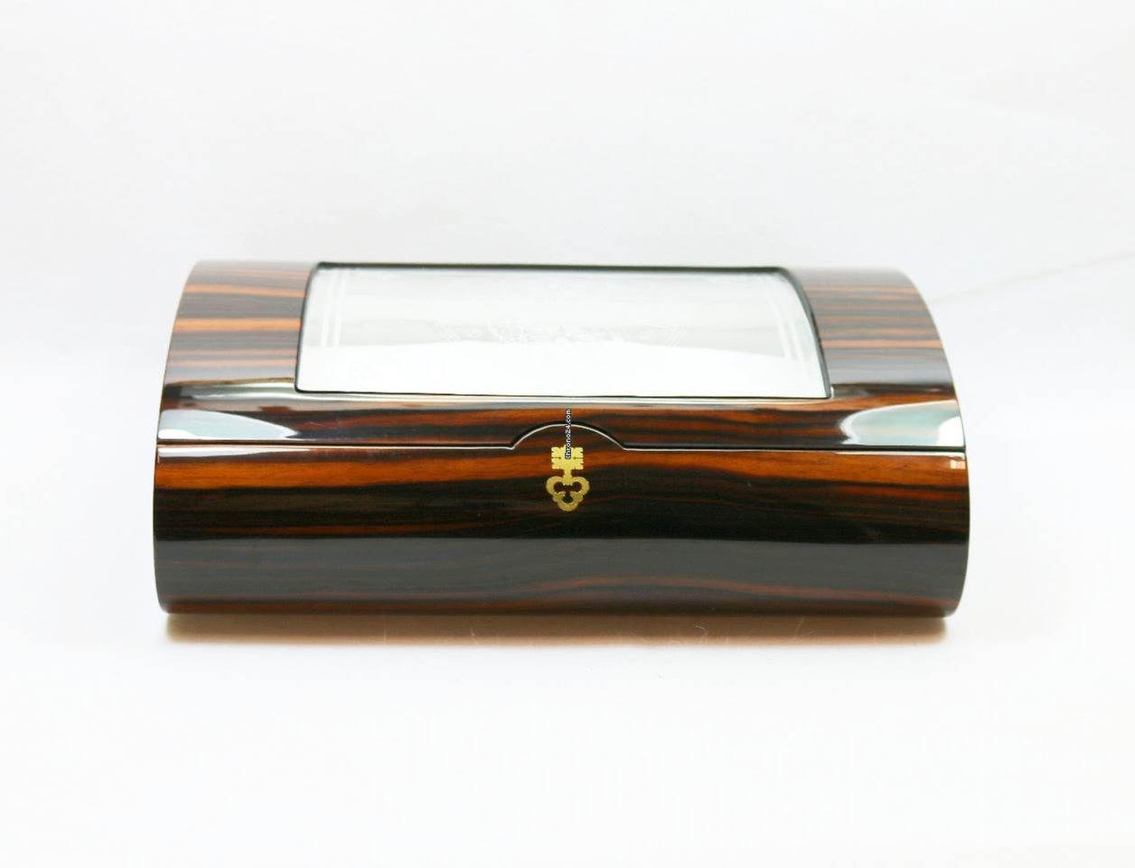 corum luxus edelholz uhren box verziertes echtglas. Black Bedroom Furniture Sets. Home Design Ideas