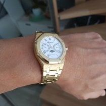 Audemars Piguet Yellow gold Automatic White Roman numerals 36,5mm pre-owned Royal Oak Day-Date