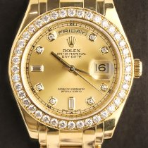 Rolex Day-Date pre-owned 39mm Mother of pearl Date Yellow gold