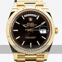 Rolex Day-Date 40 Žluté zlato 40mm Černá