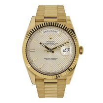 Rolex DAY-DATE 40 18K Yellow Gold President Silver Diagonal...