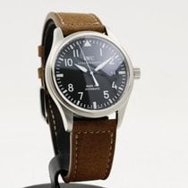 IWC Pilot Mark pre-owned 39mm Black Date Leather