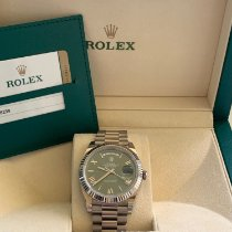 Rolex Day-Date 40 Bílé zlato 40mm Zelená Římské