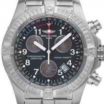 Breitling Avenger Titan Quarz Armband Titan 44mm Ref.E73360...