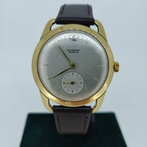 Universal Genève Yellow gold Manual winding 112124 pre-owned