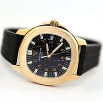 Patek Philippe Aquanaut pre-owned 38mm Black Date Rubber