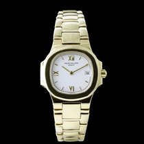 Patek Philippe 4700/51 Yellow gold Nautilus 26mm