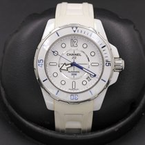 Chanel J12 H2560 pre-owned