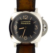 Panerai Luminor  with 4 extra straps and 1 extra buckle