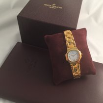 Patek Philippe PATEK PHILIPPE 4700/51 Yellow gold Nautilus