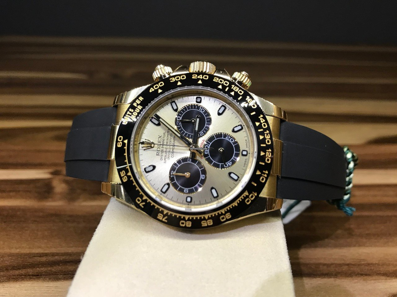rolex daytona yellow gold oysterflex 2018 for 19 467 for. Black Bedroom Furniture Sets. Home Design Ideas