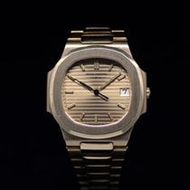 Patek Philippe 3900 Yellow gold 1985 Nautilus pre-owned