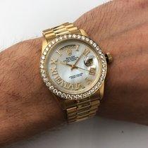 Rolex Day-Date 36 Gult guld 36mm Perlemor Romertal
