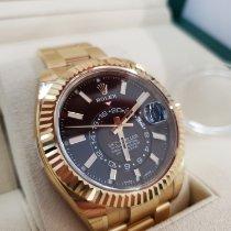 Rolex Sky-Dweller Κίτρινο χρυσό 42mm Μαύρο Αραβικοί