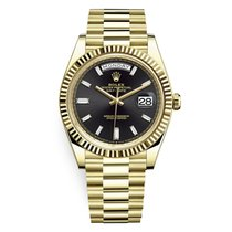 Rolex Day-Date 40 pre-owned Black Yellow gold