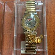swatch sat žena na web stranici za upoznavanje