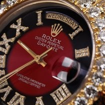 Rolex Day-Date 36 Or jaune 36mm Rouge Romains