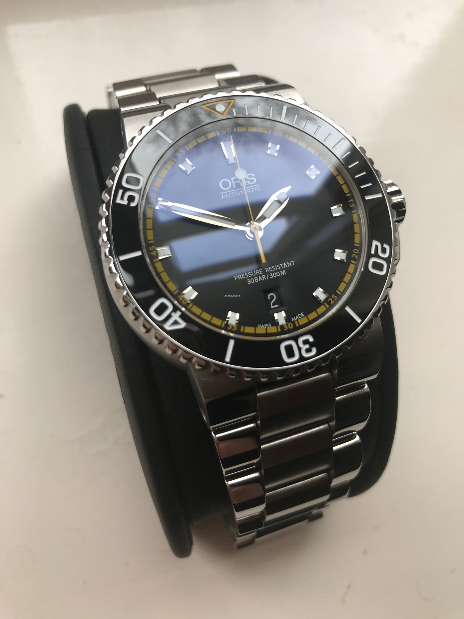 428946e9b Oris Aquis Date for £915 for sale from a Private Seller on Chrono24
