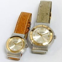 Boucheron Stahl Boucheron His and Hers Set Pre Owned in excellent condition, comes in a stainless steel case with a gold bezel, interchangeable leather watch strap. The ladies comes in 30.5mm dial and Mens in a 37.5mm. gebraucht