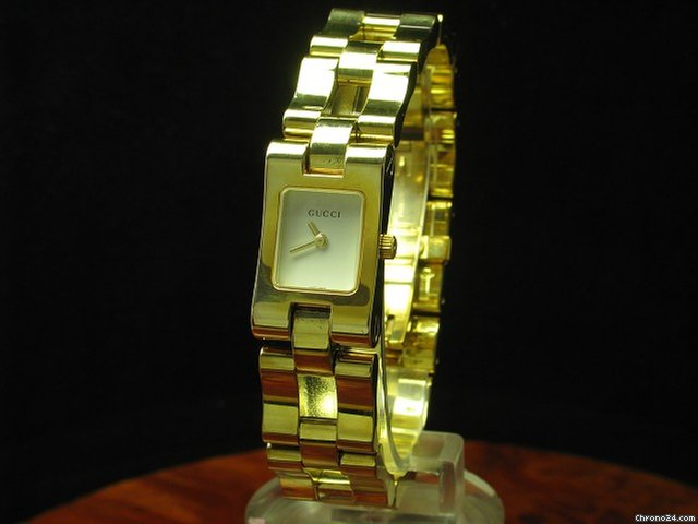 75cabdedb73 Gucci Gold Mantel   Edelstahl Vergoldet Damenuhr   Ref 2305l... for  403  for sale from a Trusted Seller on Chrono24