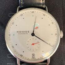 NOMOS Metro Datum Gangreserve pre-owned 37mm White Date Leather